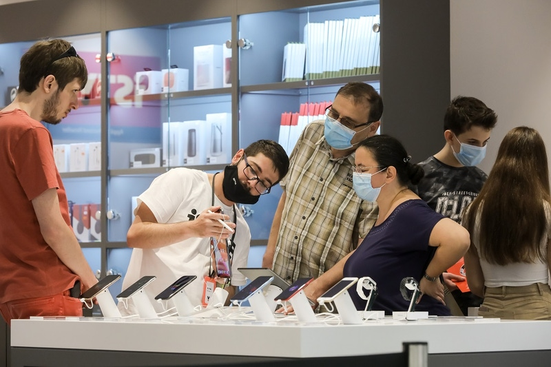 shows a person demonstrating a device to customers